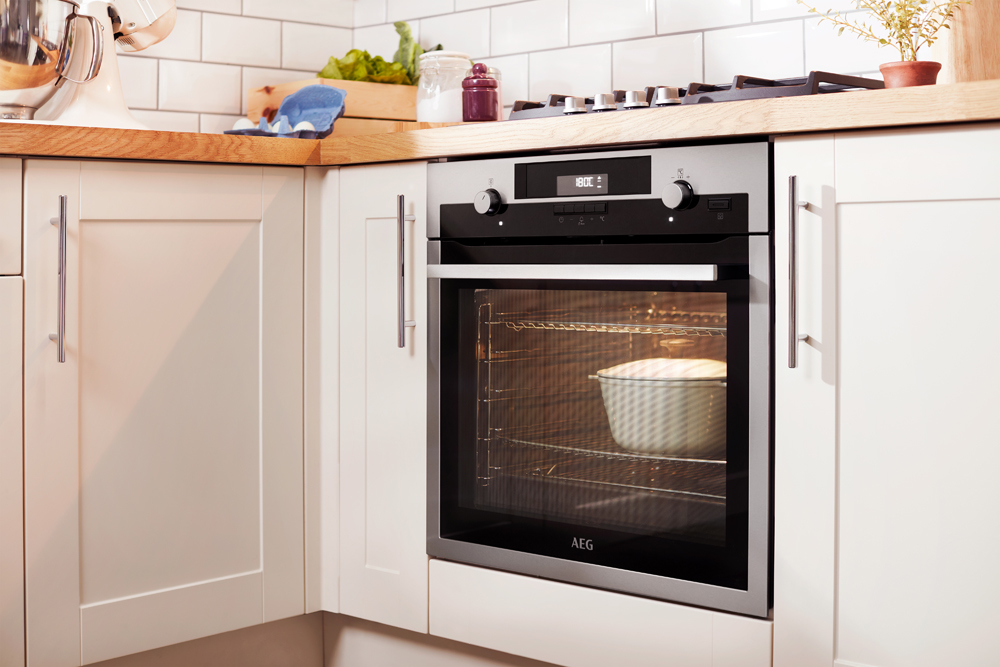 This Extra Large Oven Has 10 Different Cooking Features U2013 Perfect For  Making A Feast For The Whole Family. And The Clever SenseCookTM Allows You  To Monitor ...
