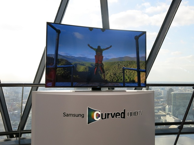 Samsung Curved 4K Leaping From Building