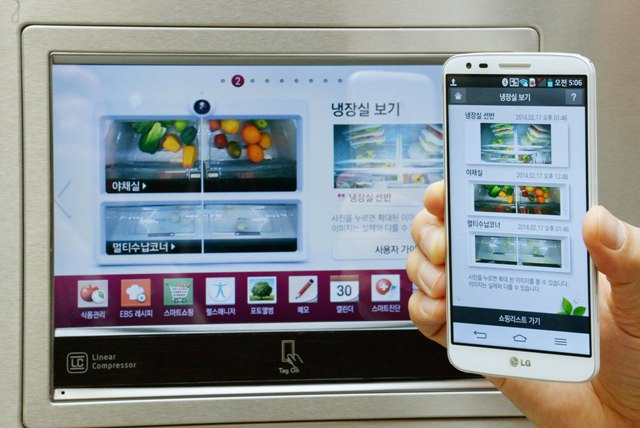 LG Smart Refrigerator With Smartphone New