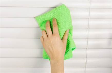 Clean dirty blinds with vinegar