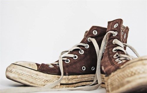 Restore your old trainers with toothpaste