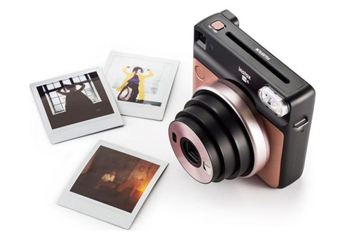 The scrap-booker - an instant camera